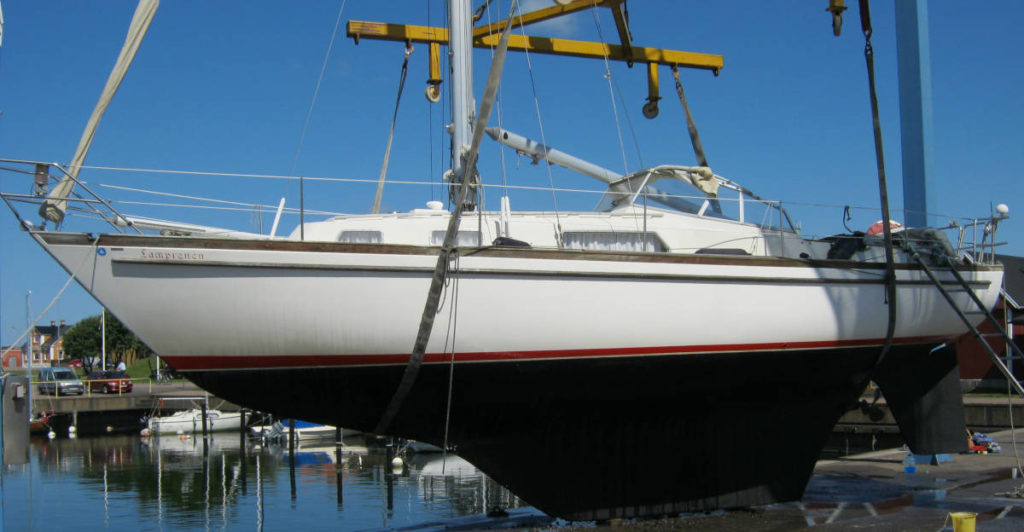 Najad 34 Yacht - Sailing boat side view